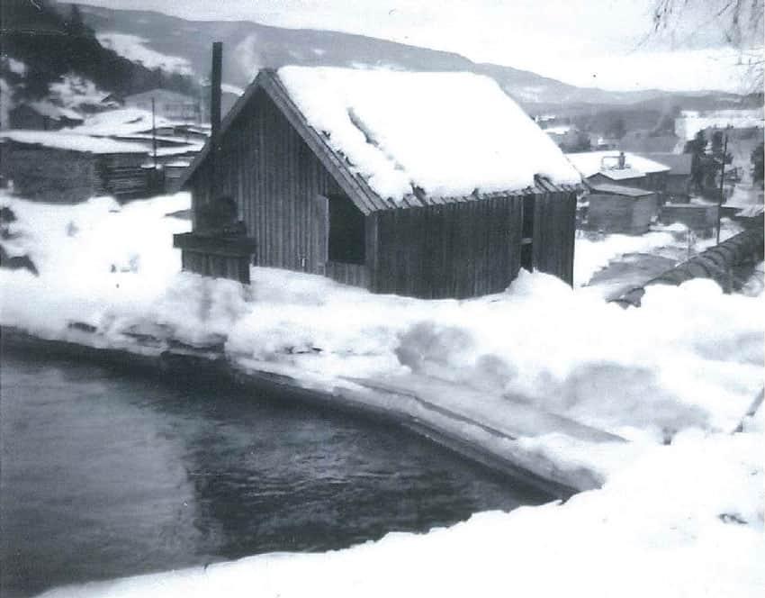 1950 - En kaldt vinterdag ved Kvitvella fossen 1950